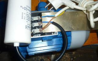 Как подключить 3 фазный электродвигатель к сети 220 вольт через конденсатор
