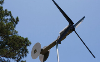 Как сделать мини ветрогенератор своими руками?