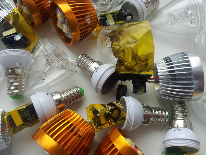 nekachectvennie-svetodiodnie-lampi