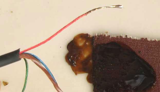 Как правильно припаять провода к штекеру наушников?