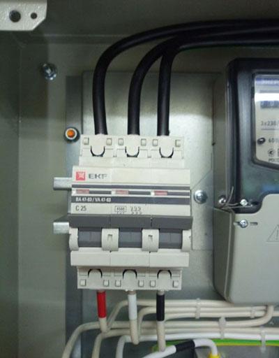 Какой автоматический выключатель ставить на ввод в квартиру и частный дом?